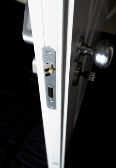 ISOLA30-Mod.-Cssc-bianco-particolare-serratura-uai-516x746