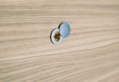 ISOLA60-Mod.-A-Nocciola-particolare-SPIONCINO-uai-720x498