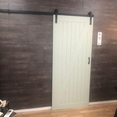 אחת הדלתות שלנו