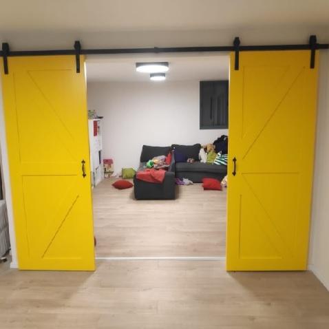 דלת אסם צהובה (1)