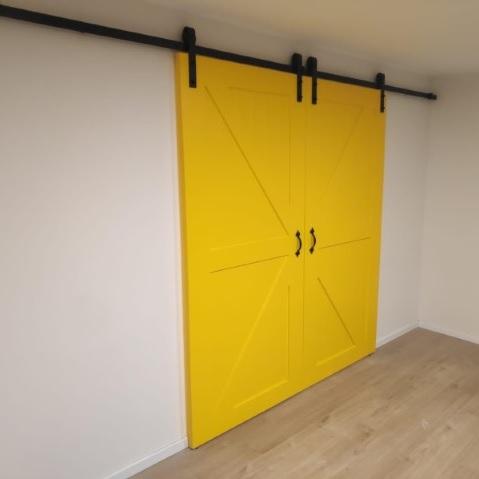דלת אסם צהובה (2)
