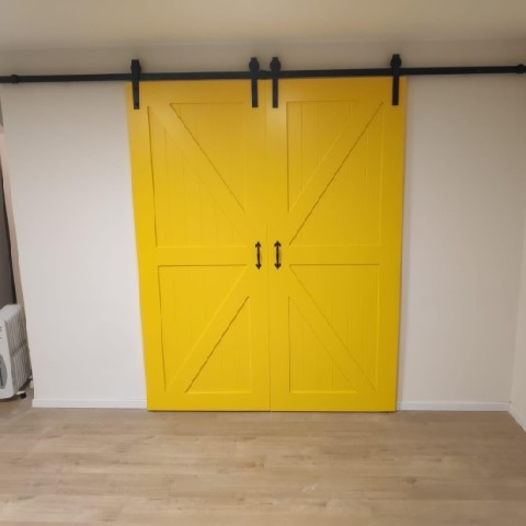דלת אסם צהובה (3)